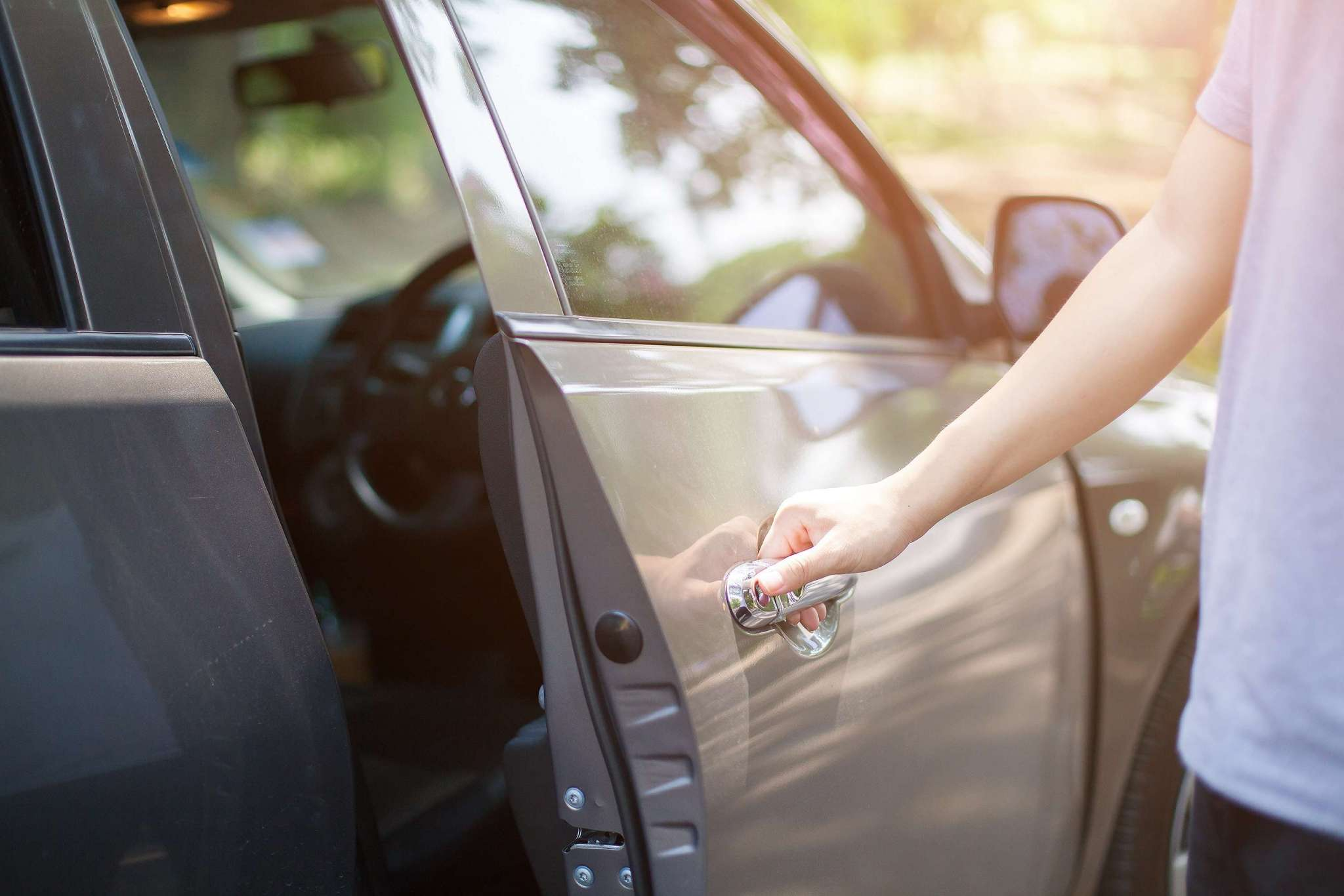 car locksmith offering auto lockout services in winnipeg