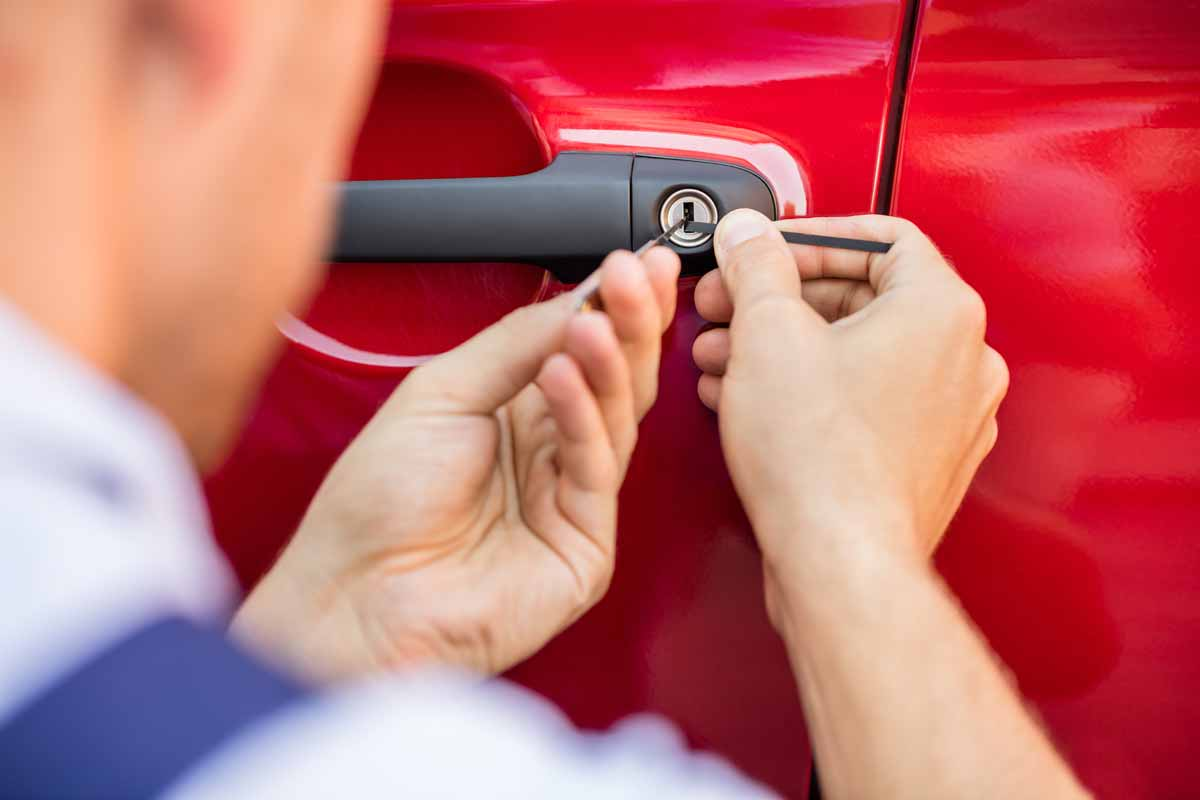 automotive vehicle car locksmith services in winnipeg